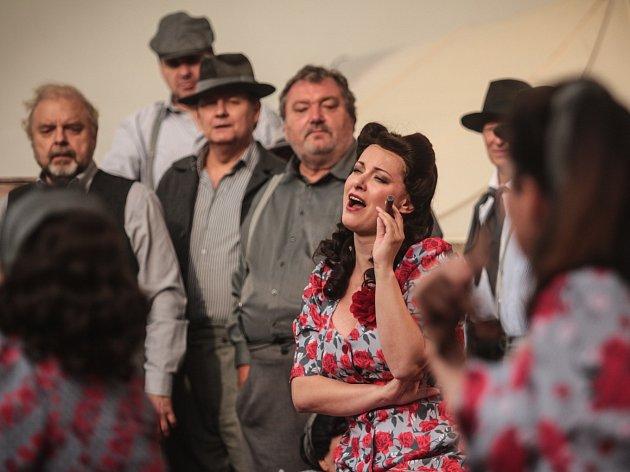 V kulisách brněnského hradu Špilberk zazněla ve středu v podvečer Bizetova opera Carmen v nastudování operního souboru Národního divadla Brno.