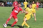 Fotbalisté Startu (na snímku v červených dresech) na novou sezonu patřičně zbrojí.
