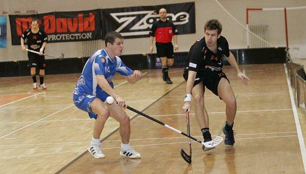 První čtvrtfinále Bulldogs Brno (v černém) vs. Mladá Boleslav