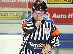 Jeden z nejlepších českých hokejových rozhodčích Antonín Jeřábek rozhodoval tři finále mistrovství světa a zapískal si také na olympijských hrách v Soči a Pchjongčchangu.