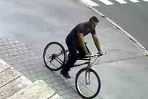 Zloděj ukradl jen knoflíky k historickým uniformám.