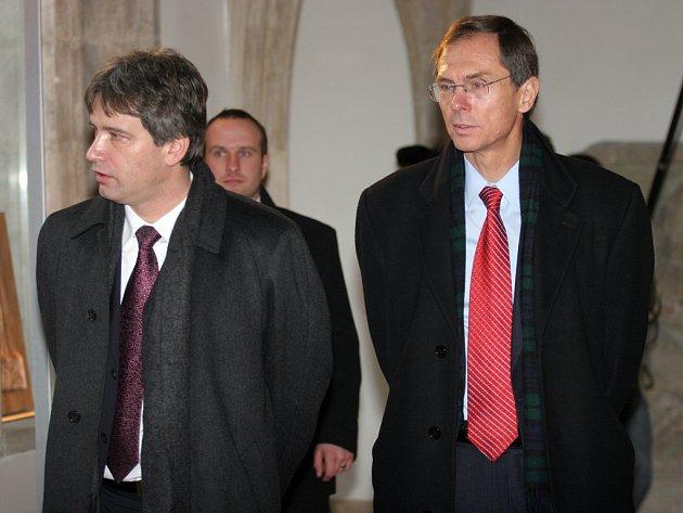 Kandidát na prezidenta Jan Švejnar a brněnský primátor Roman Onderka při procházce Brnem