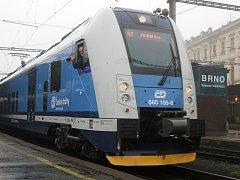 Odjezd prvního InterPanteru na rychlíkové trase mezi Brnem a Prahou.