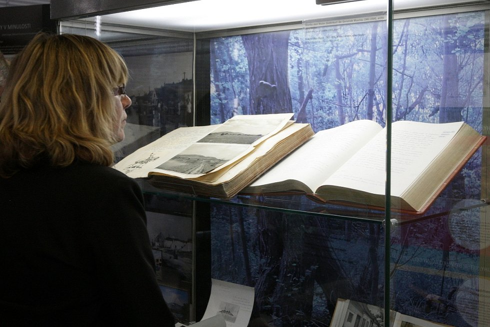 Vznik Novomlýnských nádrží, Vranovské a Brněnské přehrady připomíná výstava, která je dostupná od druhého května v Moravském zemském archivu na Palachově náměstí v Brně.