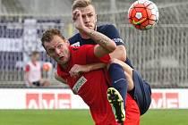 Fotbalisté Zbrojovky Brno (v červeném) porazili Slovácko 2:0 díky trefám letní posily Jakuba Řezníčka.