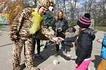 Velikonoční akce v brněnské zoo. Děti hledaly vajíčka a vyměňovaly je za sladkosti.