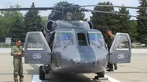 Legendární vrtulník přistál v Brně. Černého jestřába lidé uvidí na veletrhu IDET