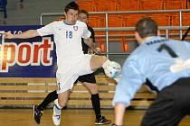 Futsalista Tanga Michal Belej (v bílém).