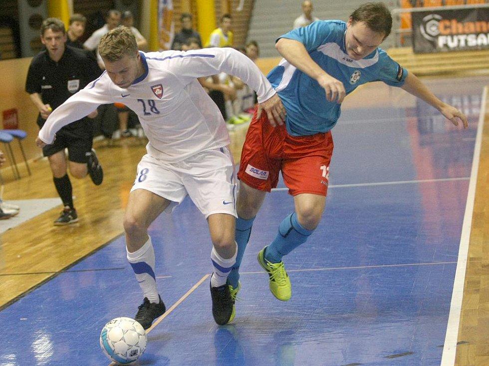Futsalista Tanga Veselovský (v bílém).