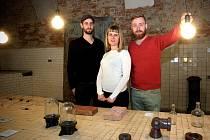 V minulosti tam lihovarníci připravovali alkoholické nápoje pro Brňany, nyní do dvora v Pekařské ulici míří umělci, designeři nebo technici. Trojice architektů tam minulý týden otevřela kreativní centrum The Distillery.