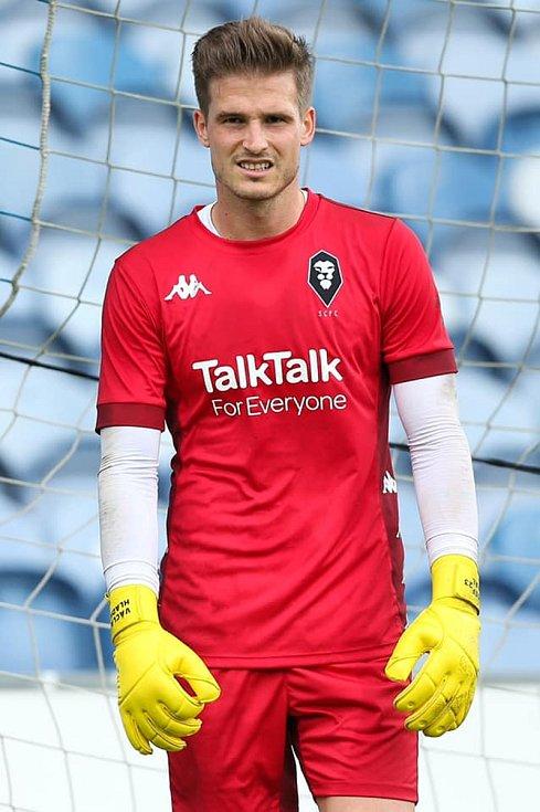 Fotbalový brankář Václav Hladký podepsal smlouvu na dva roky s roční opcí v Salfordu City.