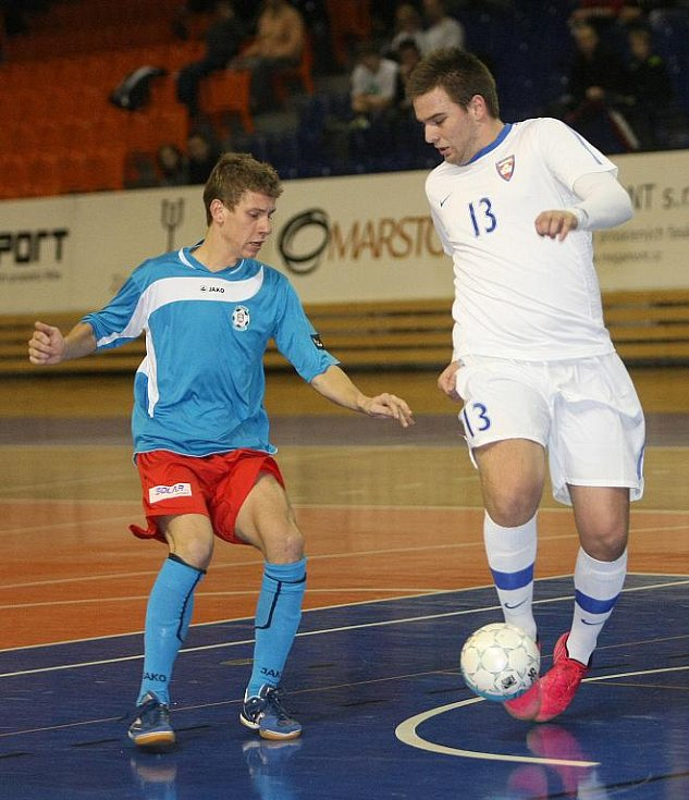 Futsalista Tanga Kovacs (v bílém).