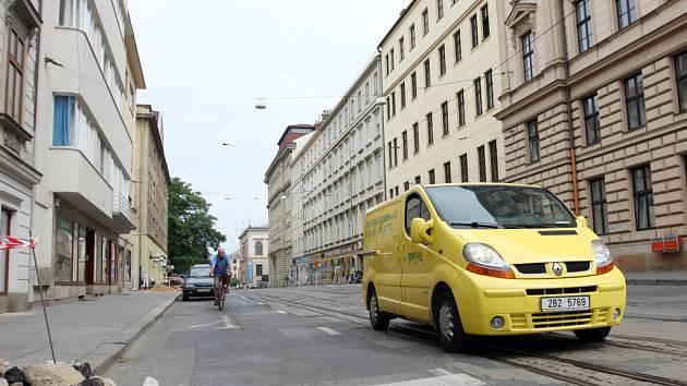 Uzavřená ulice Husova.