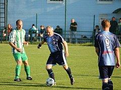 Brněnský fotbalista Jiří Konior hraje za rezervu Řečkovic. Je mu 63 let.