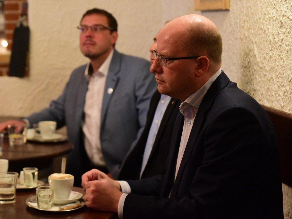 Premiér Bohuslav Sobotka z ČSSD se zúčastnil Deník-busu na jižní Moravě.