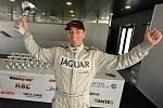 Úvodní víkend okruhového šampionátu Histo-Cup, roky známého i z Masarykova okruhu, přinesl úspěch brněnskému závodníkovi Davidu Bečvářovi. Pilot Jaguaru XJS-HE byl v první bitvě druhý a nedělní boj ovládl.