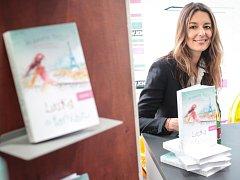 Britská spisovatelka Alexandra Potterová se ve středu odpoledne podepsala zájemcům v Knihách Dobrovský v Joštově ulici.