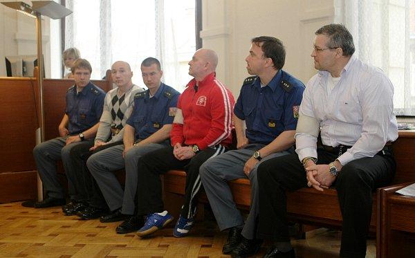 Zdeněk Žamberský, Václav Černoušek a Eduard Slávik před brněnským soudem.