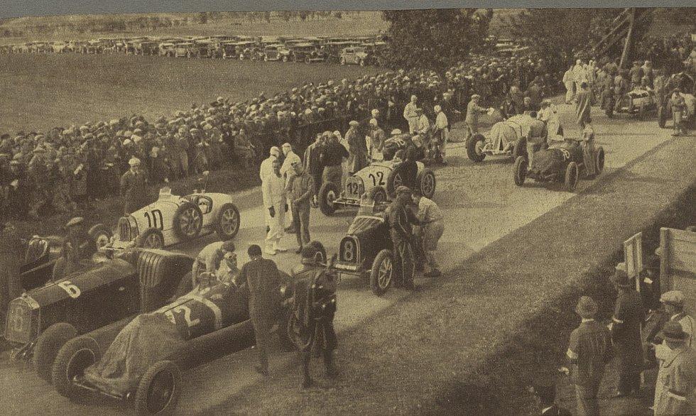 Miláčkem publika se stal Monačan Louis Chiron, který v Brně zvítězil se svou Bugatti v letech 1931 - 1933. V roce 1949 Brno hostilo první a poslední závod vozů specifikace formule 1, jenž skončil tragickou nehodou.