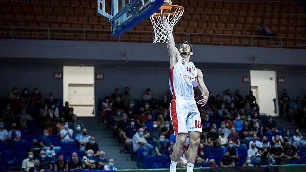 Basketbalisté Brna si sice na úvod sezony poradili s Kolínem, ale na další zápas si kvůli podezření na koronavirus v klubu musejí počkat.