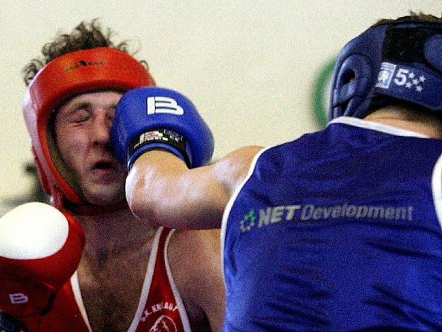 Boxerské derby opanoval favorit