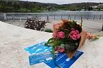 Lodníka narozeného 5. května 1946, tedy přesně v den zahájení provozu lodní dopravy na Brněnské přehradě, hledal ve výzvě brněnský dopravní podnik. A našel. Paní Milena se narodila přesně před 75 lety.