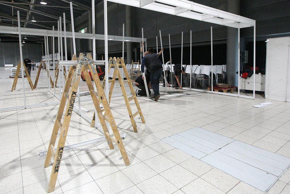 Začali stavět záložní nemocnici v pavilonu G2 brněnského výstaviště