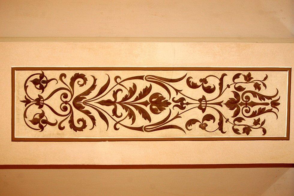 Kleinův palác na brněnském náměstí Svobody zaujme kolemjdoucí krásnou fasádou s ozdobnými kovovými balkony, postavami a dalšími prvky. Ve své době byla budova velmi moderní, měla první splachovací toalety ve městě.