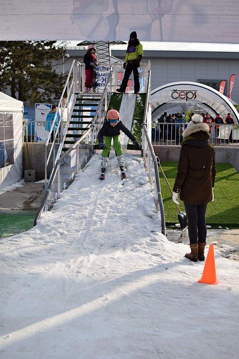 Na Olympijském festivalu v Brně se návštěvníci zabaví nejen zimními sporty, ale taky například hraním šachů.