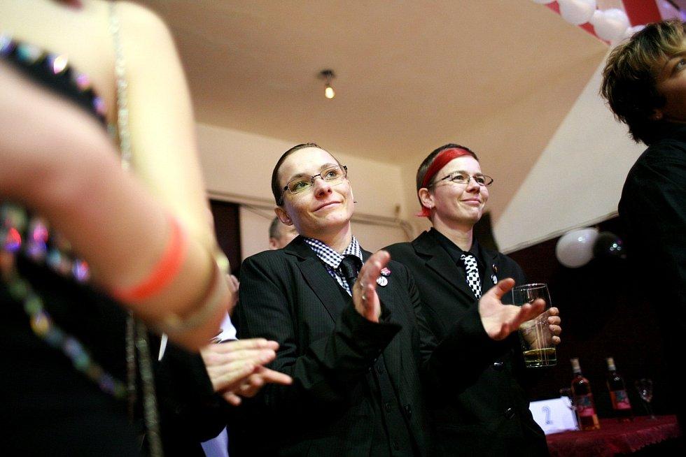 První brněnský ples pro lesby a gaye v kulturním centru Stadion.