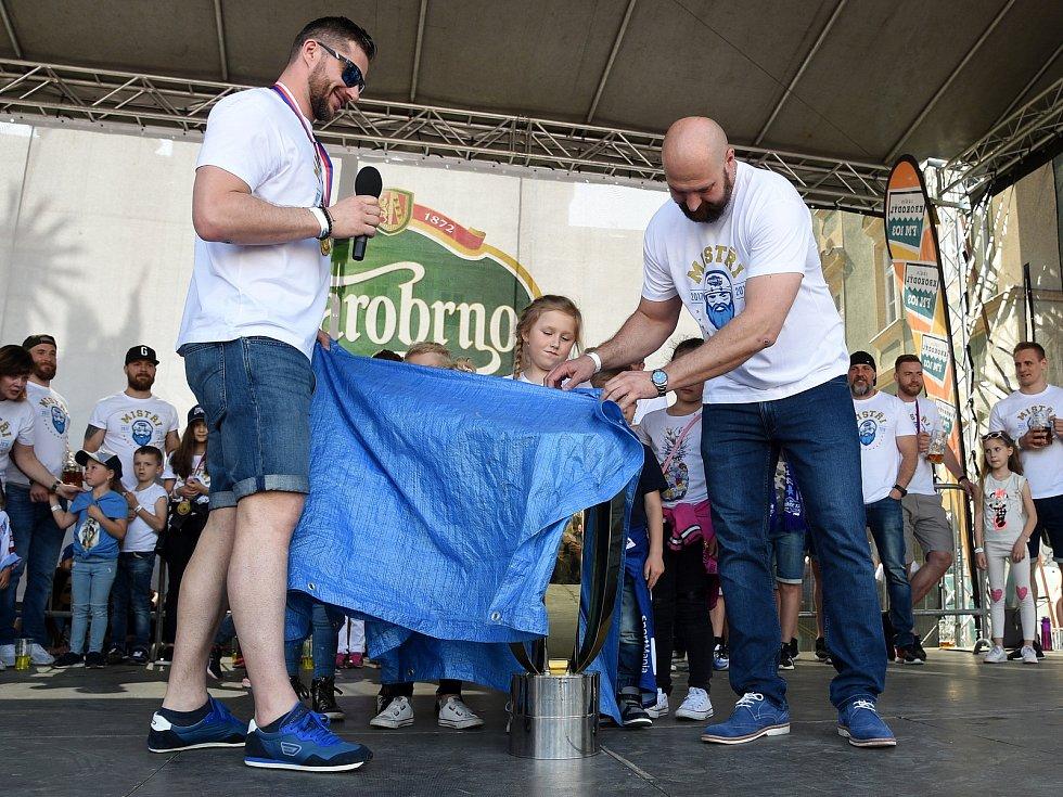 Oslavy s mistrovskou Kometou na Zelném trhu v Brně.