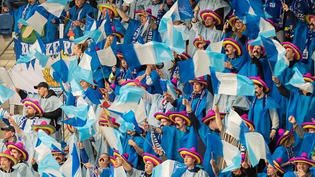 Fotografie z 1.tř zápasu Piráti Chomutov vs. HC Kometa Group nepřinesla nic zajímavého z ledu, ale fanoušci Komety tvoří velmi příjemnou atmosféru se svým choreo v mexickém stylu.