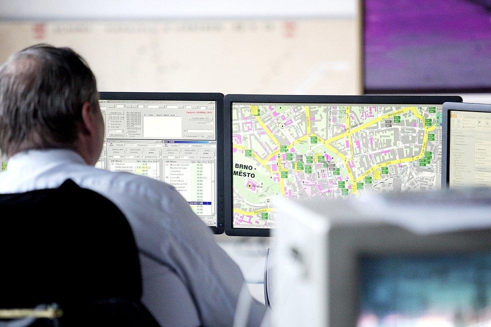 Dvě rádia, elektronické tabule a sociální sítě jsou nové cesty, kterými brněnský dopravní podnik informuje cestující hromadnou dopravou.