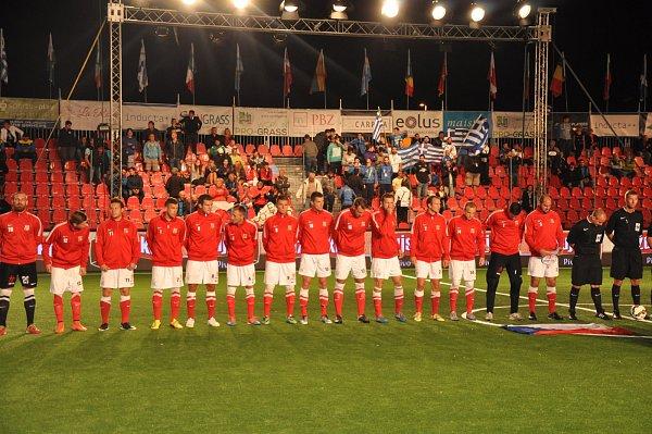 Česká reprezentace vmalém fotbalu na mistrovství Evropy vchorvatském Vrsaru bez porážky postoupila ze skupiny E. Na její závěr remizovala a sŘeckem 1:1.
