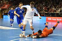 Brno 5.2.2020 - kvalifikační turnaj na futsalové MS 2020 - ČR Michal Holý (bílá) Kazachstán (modrá)