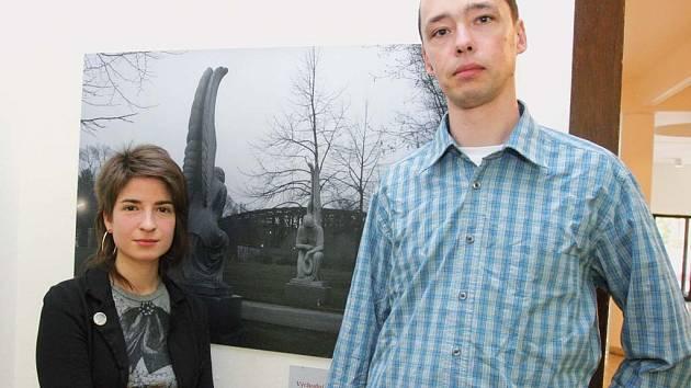 Bára Mrázková a Filip Láb chtějí prostřednictvím svých fotografií upozornit na fenomén totality v historických událostech i každodenním životě.