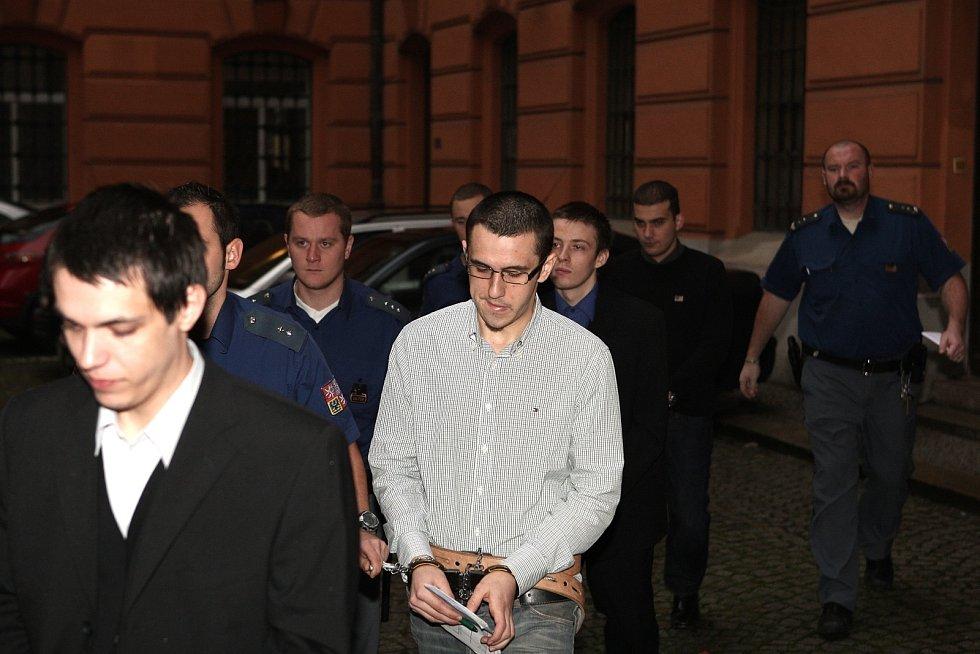 Sedm mužů a jedna žena z celé Moravy jsou obvinění kromě převozu marihuany také z uchovávání hašiše, extáze a lysohlávek.
