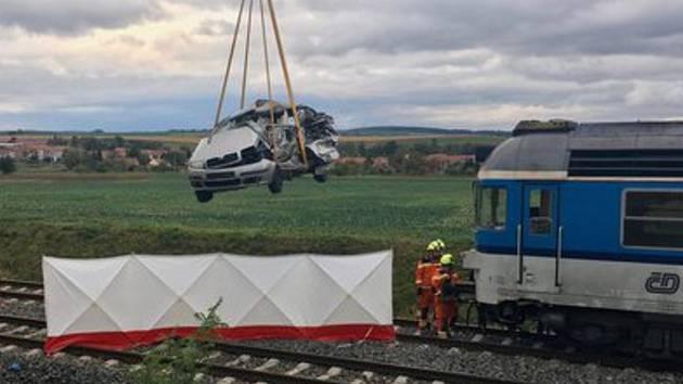 V Hodějicích na Vyškovsku došlo v sobotu k tragické srážce osobního auta a spěšného vlaku.