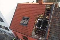 Požár rodinného domu způsobil vysokou škodu.