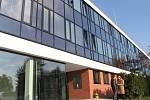 Po dvou letech skončila první fáze rekonstrukce brněnské Polikliniky Lesná. Budova má nový plášť, do nových prostor se přestěhovaly laboratoře.