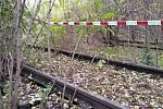 Čtyři lidé uhořeli v sobotu po půlnoci při požáru vyřazeného železničního vagónu v Brně. Vagon a okolí prohledávali policisté.