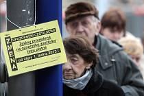 Lidé jsou nespokojení kvůli změnám v jízdních řádech mnoha linek v Brně.