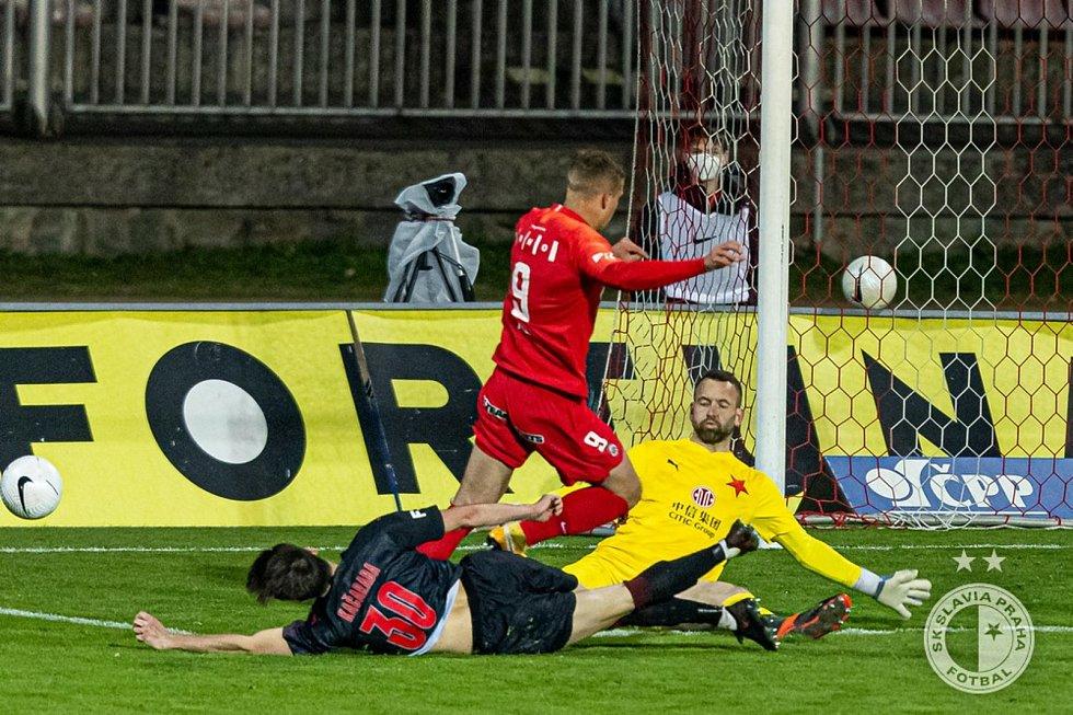Daniel Fila proti Slavii.
