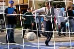 Děti ze Zastávky zkouší své fotbalové umění