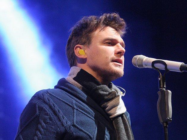 Na prvním ze tří brněnských vystoupení se v úterý v Sonocentru představili při své aktuální koncertní šňůře Vojtěch Dyk a B-Side Band.