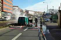 Požár dodávky na brněnských Nových Sadech likvidovali ve středu ráno hasiči.