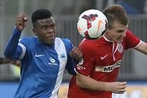 Fotbalista Milan Lutonský (v červeném).