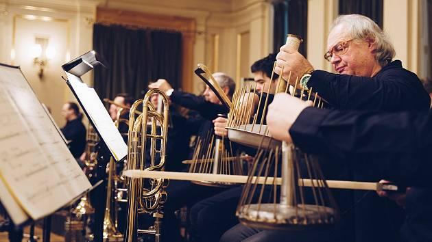 Filharmonici využili při nahrávání symfonie Thomase Larchera i nástroj waterphone.