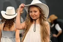 Modelky v čele v Českou Miss 2009 Ivetou Lutovskou předvedli o víkendu v Olympii to nejlepší z jarních módních kolekcí.