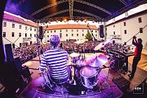 Hudební skupina Queenie mění místo svého brněnského koncertu. Místo fotbalového stadionu Za Lužánkami vystoupí na tradičním místě, a to na nádvoří hradu Špilberk.